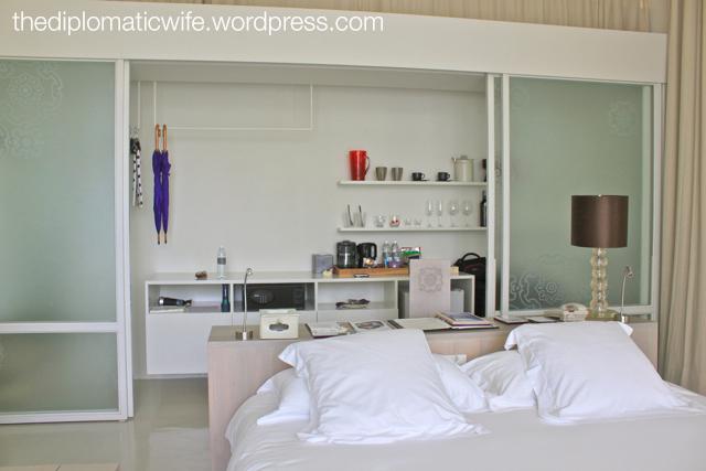 Sala Phuket Resort Deluxe Balcony - bed, desk and closet